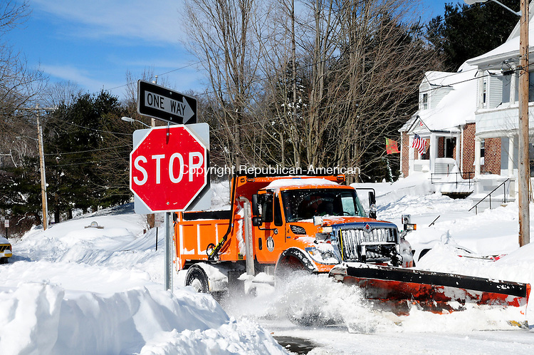 TORRINGTON CT, 09 FEB 13-020913AJ24- A Harwinton plow truck heads back to town after turning around in Torrington on New Harwinton Road Saturday afternoon.    Alec Johnson/ Republican-American