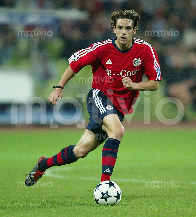 FUSSBALL Champions League 2003/2004  Gruppe A FC Bayern Muenchen 2-1 Celtic Glasgow Owen Hargreaves (FCB)