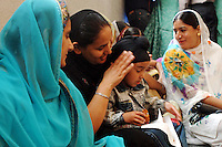 COMUNITA' SIKH NELLA FOTO UN BAMBINO CON LA MAMMA DURANTE LA PREGHIERA GENTE BORGO SAN GIACOMO 06/05/2007 FOTO MATTEO BIATTA<br /> <br /> SIKH COMMUNITY IN THE PICTURE A CHILD WITH HER MOM DURING THE PRAYER PEOPLE BORGO SAN GIACOMO 06/05/2007 PHOTO BY MATTEO BIATTA