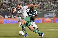 PALMIRA - COLOMBIA, 26-05-2019: Gustavo Chara del Cali disputa el balón con Hernan Barcos de Nacional durante partido entre Deportivo Cali y Atlético Nacional por la fecha 4, cuadrangulares semifinales, de la Liga Águila I 2019 jugado en el estadio Deportivo Cali de la ciudad de Palmira. / Gustavo Chara of Cali vies for the ball with Hernan Barcos of Nacional during match between Deportivo Cali and Atletico Nacional for the date 4, semifinal quadrangulars, as part Aguila League I 2019 played at Deportivo Cali stadium in Palmira city.  Photo: VizzorImage / Gabriel Aponte / Staff
