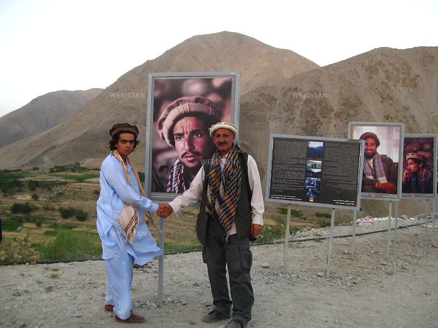 AFGHANISTAN - VALLEE DU PANJSHIR - 14 aout 2009 :.Exposition organisee par Reza sur le site du tombeau du commandant Massoud. Plus de cinquante photographies representant Massoud et ses hommes lors des guerres contre les russes puis les talibans etaient exposees autour des vestiges de tanks et de pieces d'artillerie russes pris par les moudjahidin lors de leurs assauts..Reza et Delazad Deghati devant le portrait du Commandant Massoud. ..AFGHANISTAN - PANJSHIR VALLEY - August 14th, 2009  : Exhibition organized by Reza at the site of Commander Massoud's tomb..More than fifty photographs of Massoud and his men taken during their fights against the Russians and the Taliban were exhibited amongst the vestiges of Soviet tanks and artillery seized by the mujahideen during their battles..Reza and Delazad Deghati in front of a portrait of Commander Massoud.