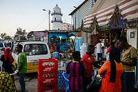 DJIBOUTI , Djibouti city, market at Hamoudi Mosque in old town / DSCHIBUTI, Dschibuti Stadt, Markt bei der Hamoudi Moschee in der Altstadt