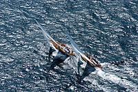 Kieler Woche:EUROPA, DEUTSCHLAND, SCHLESWIG- HOLSTEIN 22.06.2005:Kieler Woche, Regatta Rennyacht gegen Rennyacht auf der Ostsee in die Kieler Förde. Das linke Schiff (Segelkennzeichen K10)  hat den Konkurenten (Segelzeichen D-1) auf der Leeseite überholt. Die Crew sitzt auf der hohen Kante. Bei super Segelwetter  mit Wind um Windstärke 5-6 geht es mit Volldampf zur Ziellinie in der Förde. <br />Luftaufnahme, Luftbild,  Luftansicht