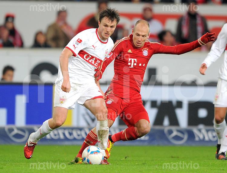 Fussball 1. Bundesliga:  Saison   2011/2012    16. Spieltag VfB Stuttgart - FC Bayern Muenchen  11.12.2011 William Kvist (li, VfB Stuttgart)  gegen Arjen Robben (FC Bayern Muenchen)
