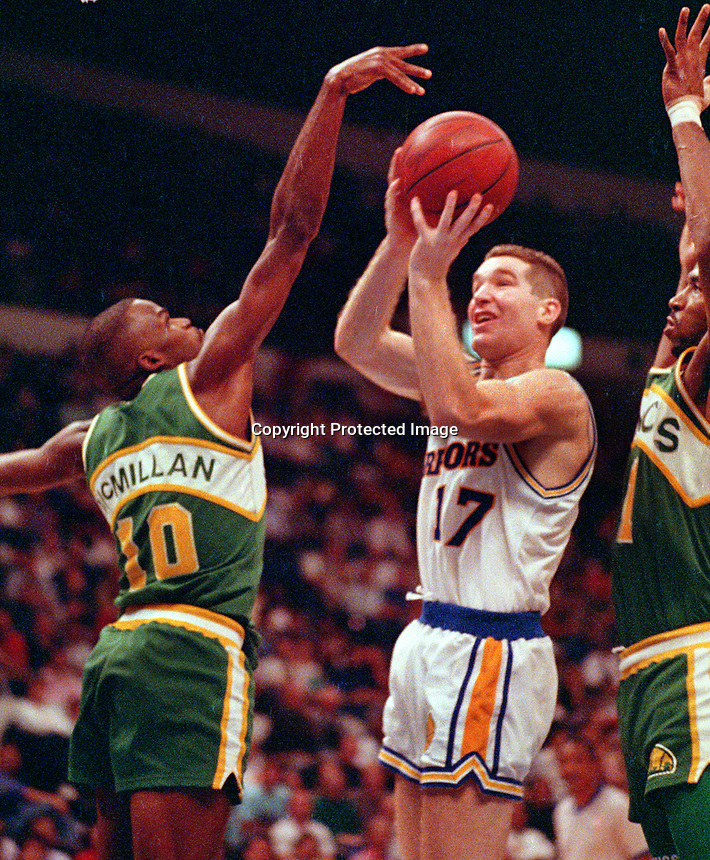 Golden State Warrior Chris Mullin shooting against the Seattle Supersonics...<br />(Ron Riesterer/photo)