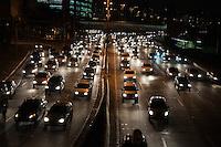 SÃO PAULO-SP-05,09,2014-TRÂNSITO MARGINAL PINHEIROS - O Motorista enfrenta lentidão na Marginal Pinheiros sentido Castelo Branco.Região oeste dal cidade de São Paulo, na noite dessa Sexta-Feira,05(Foto:Kevin David/Brazil Photo Press)