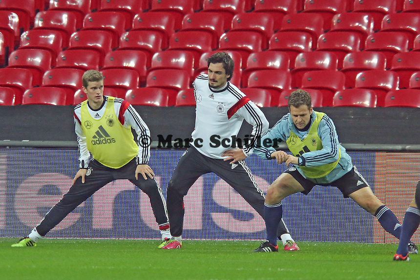 Sven Bender, Mats Hummels, Oliver Bierhoff (D) - Abschlusstraining der Nationalmannschaft im Wembley Stadium