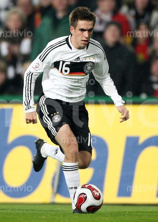 FUSSBALL  INTERNATIONAL  DEUTSCHE NATIONALMANNSCHAFT Philipp LAHM (Deutschland), Einzelaktion am Ball
