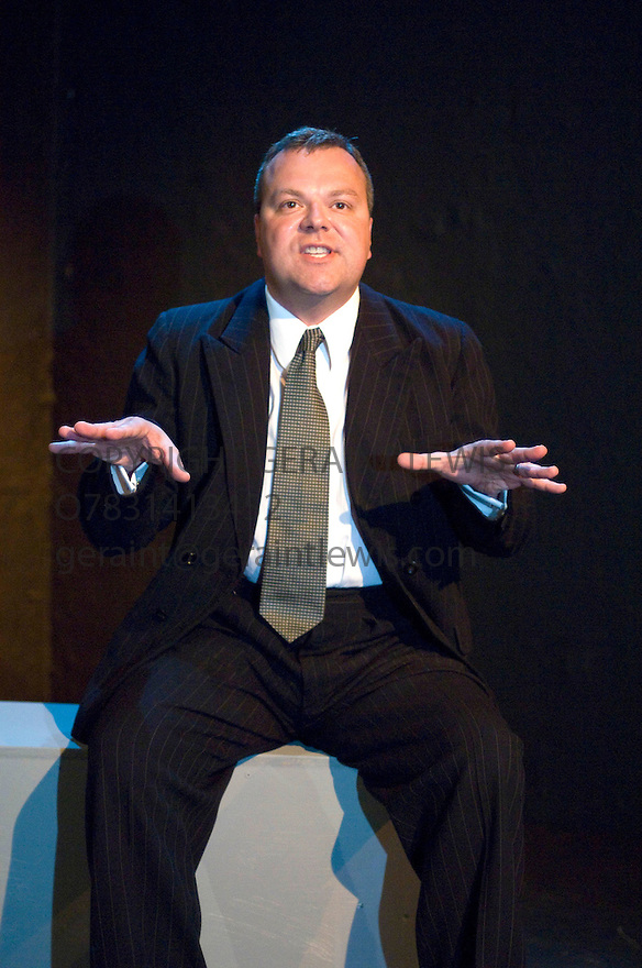 George Orwell's Coming Up For Air,adapted by Dominic Cavendish.With Hal Cruttenden. Performing at The Supper Room at The Assembly Rooms George Street at The Edinburgh Festival August 2008. CREDIT Geraint Lewis