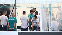 Ansprache von Bundestrainer Joachim Loew (Deutschland Germany) an die Mannschaft im Fitnesszelt - 26.05.2018: Training der Deutschen Nationalmannschaft zur WM-Vorbereitung in der Sportzone Rungg in Eppan/Südtirol