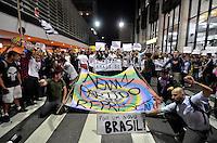 SÃO PAULO 17 JUNHO 2013 - PROTESTO CONTRA O AUMENTO DE TARIFA DE ONIBUS - Manifestantes se reúnem no Largo da Batata no bairro de Pinheiros na tarde desta segunda  feira (17), para a 5ª manifestação organizada pelo MPL (Movimento Passe Livre) que reivindica a redução da passagem de ônibus na cidade de São Paulo. FOTO: LEVI BIANCO - BRAZIL PHOTO PRESS