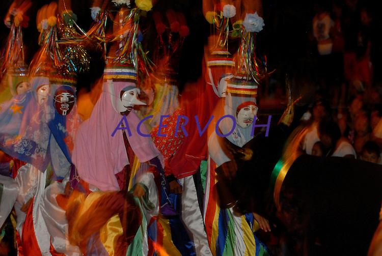 Festival dos Bois de M&aacute;scara, grupo folcl&oacute;rico Boitinga.<br /> S&atilde;o Caetano de Odivelas, Par&aacute;, Brasil.<br /> Foto Paulo Santos<br /> 06/06/2009