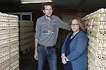Foto: VidiPhoto<br /> <br /> ACHTERBERG &ndash; Jacco en Renske Wisserhof bij hun pluimveebedrijf met vrije uitloop en scharrelkippen in Achterberg. De familie Wisserhof is getroffen door het fibronilschandaal bij een dienstverlenend bedrijf uit Barneveld. Vrijdag komt de NVWA een monster van 60 eieren halen. In totaal staan er 200.000 eieren te wachten op vrijgave voor de handel. Tot die tijd mogen er geen eieren van het bedrijf af, ook niet uit de eierautomaat voor particulieren van het pluimveebedrijf. Als de grenswaarde voor fibronil wordt overschreden, dan worden de eieren vernietigd en het pluimvee (15.000 kippen) wordt geruimd.
