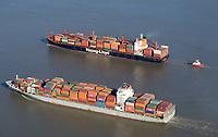 Containerschiffe auf der Elbe: EUROPA, DEUTSCHLAND, HAMBURG 29.10.2019  Containerschiffe Washington Express und Bilbao Bridge auf der Elbe