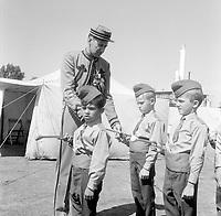 zouave et jeunes en  uniforme, entre le 11 et le 17 juillet 1966 (date exacte inconnue)<br /> <br /> PHOTO :  Agence Quebec Presse - Photo Moderne