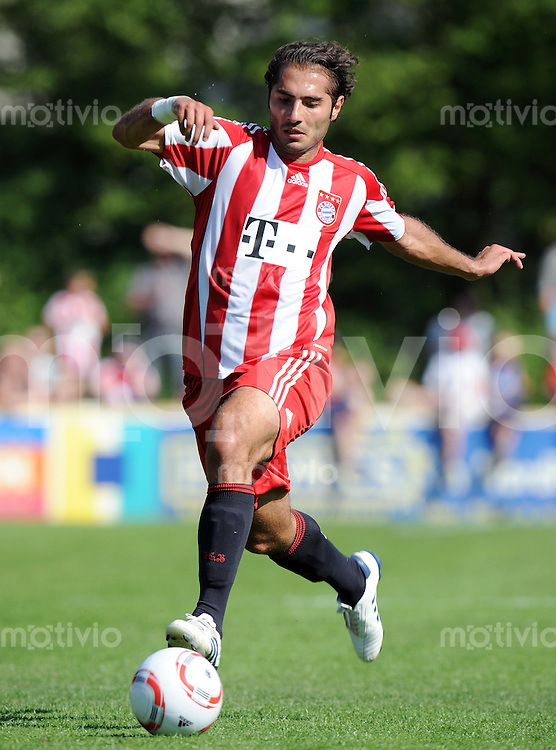 FUSSBALL  1. BUNDESLIGA   SAISON 2010/2011  TESTSPIEL Fanclub Lohner Bayern Union - FC Bayern Muenchen     26.06.2010 Hamit ALTINTOP (FC Bayern Muenchen) Einzelaktion am Ball