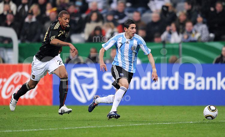 Fussball International, Deutsche Nationalmannschaft  Deutscher Fussballbund, Deutschland - Argentinien 03.03.2010 Jerome Boateng (li., GER) gegen Angel Di Maria (re, ARG)