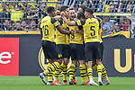 06.10.2018, Signal Iduna Park, Dortmund, GER, DFL, BL, Borussia Dortmund vs FC Augsburg, DFL regulations prohibit any use of photographs as image sequences and/or quasi-video<br /> <br /> im Bild die Mannschaft von  Dortmund Jubel / Freude / Emotion / Torjubel / Torschuetze zum 1:1 Paco Alcacer (#9, Borussia Dortmund) <br /> <br /> Foto &copy; nph/Horst Mauelshagen