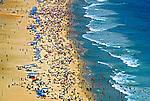 Banhistas na praia do Leblon. Rio de Janeiro. 1999. Foto de Juca Martins.