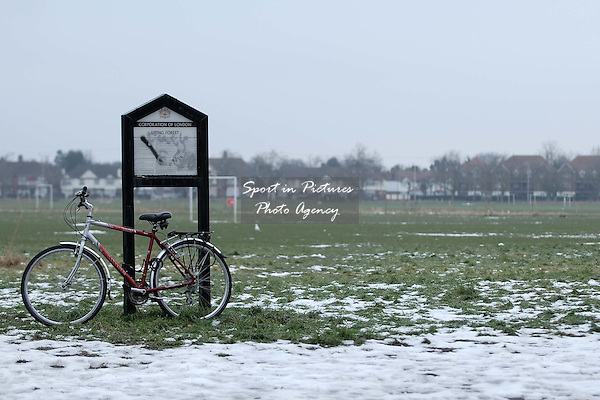 Snow on Wanstead Flats and bicycle leaning against sign. Snow affects the local sport.  07/02/2009. Credit Garry Bowden