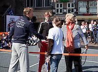 2-4-09, Alkmaar, Opening REAAL straattennis door Erica Terpstra en Jan Siemerink