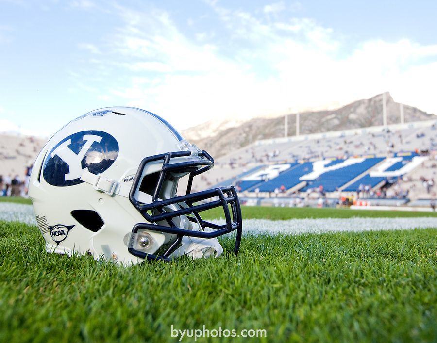 001 _MG_7657.JPG..11FTB vs Utah State..September 30, 2011..Photo by Jaren Wilkey/BYU..© BYU PHOTO 2011.All Rights Reserved.photo@byu.edu  (801)422-7322