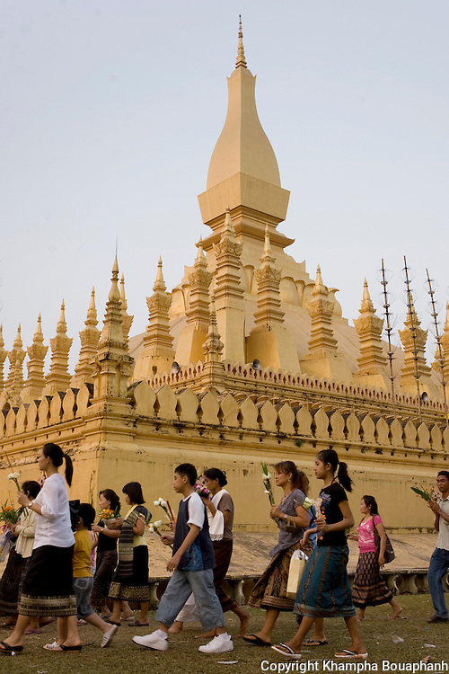Buddhist faithfuls parade around the stupa during boun That Luang in Vientiane, Laos on Monday, November 2, 2009.  The festival is the largest national holiday in Laos.  (Photo by Khampha Bouaphanh)
