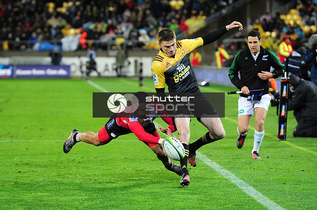 Elton Jantjies of The Lions and Beauden Barrett during the Super Rugby Final between The Hurricanes and The Lions at Westpac Stadium, Wellington, New Zealand on Saturday 6th August 2016. Photo: Ricky Wilson/Shuttersport.co.nz
