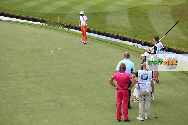 Andy Sullivan (ENG) putting on the last during Round Two of the 2015 BMW PGA Championship over the West Course at Wentworth, Virginia Water, London. 22/05/2015Picture David Lloyd, www.golffile.ie.