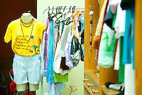 Osasco_SP, Brasil...Projeto Incubando empreendimentos populares, tecendo uma estrategia de desenvolvimento socioeconomico justo apoioados pela Prefeitura de Osasco, Sao Paulo. Na foto loja de roupas apoiada pelo projeto...Popular Incubates project, creating a strategy for socio-economic development in the city of Osasco, Sao Paulo. In this photo clothes store in the project...Foto: BRUNO MAGALHAES / NITRO