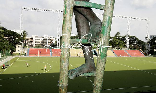 CHENNAI- Vanaf zaterdag wordt in het Radha Krishnan Hockey Stadium in Chennai (India) de Champions Trophy voor mannen gehouden. Donderdag waren de voorbereidingen nog in volle gang. KOEN SUYK ANP PHOTO