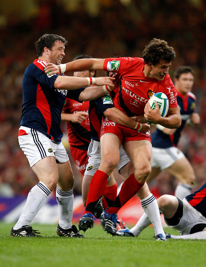 Photo: Richard Lane/Richard Lane Photography. .Munster v Toulouse. Heineken Cup Final. 24/05/2008. .Toulouse's Yannick Jauzion is tackled by Munster's Marcus Horan.