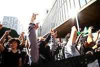 SÃO PAULO, SP - 25.01.2014 - PRIMEIRO PROTESTO CONTA COPA - Protesto nomeado Não Vai ter Copa, contra a Copa do Mundo no Brasil, concentração vão livre do Masp,neste sabado(25) aniversário da cidade de São Paulo  -   FOTO: (Aloisio Mauricio / Brazil Photo Press)