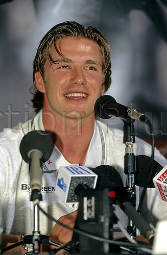 April 1997: Manchester United and England footballer David Beckham speaking at a promotin for Brylcreem in London: Photo: Steve Bardens/Actionplus..9704 press microphone smile smiling