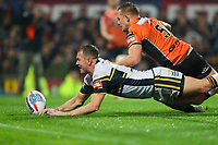 Picture by Alex Whitehead/SWpix.com - 07/10/2017 - Rugby League - Betfred Super League Grand Final - Castleford Tigers v Leeds Rhinos - Old Trafford, Manchester, England - Leeds' Danny McGuire scores a try.