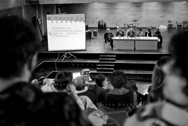 milano, assemblea di professori, studenti e genitori al liceo marie curie contro la riforma dell'istruzione --- milan, assembly of students, parents and professors of marie curie high school against the school reform