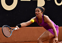 BOGOTA - COLOMBIA – 12 – 04 - 2017: Sara Errani de Italia, devuelve la bola a Sachia Vickery de Estados Unidos, durante partido por el Claro Colsanitas WTA, que se realiza en el Club Los Lagartos de la ciudad de Bogota. / Sara Errani from Italy, returns the ball to Sachia Vickery From United States, during a match for the WTA Claro Colsanitas, which takes place at Los Lagartos Club in Bogota city. Photo: VizzorImage / Luis Ramirez / Staff.