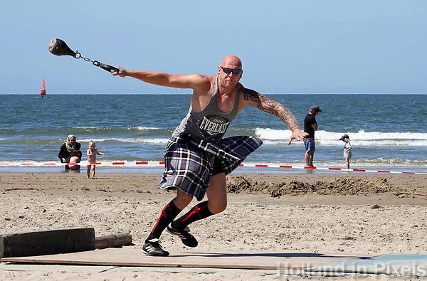 Nederland  Zandvoort - 8 juli 2018.    Het British Festival. NK Highland Games op het strand. Weight for distance.   Foto mag niet in negatieve context gepubliceerd worden.     Foto Berlinda van Dam Hollandse Hoogte