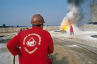 - APT, accident-prevention and antifire school for personnel employed in dangerous jobs....- APT, scuola antincendi ed antinfortunistica per personale addetto a lavori pericolosi