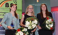 20180603 – OOSTENDE , BELGIUM :  from L to R :  Best Belgian goalkeeper Louise Van Den Bergh - Most Promising Young Player Sarah Wijnants - Best Belgian Player Laura De Neve pictured during the 4th edition of the Sparkle award ceremony , Sunday 3 June 2018 , in Oostende . The Sparkle  is an award for the best female soccer player during the season 2017-2018 comparable to the Golden Shoe or Boot / Gouden Schoen / Soulier D'or for Men in Belgium . PHOTO SPORTPIX.BE / DIRK VUYLSTEKE