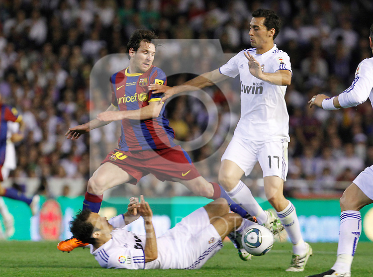 FC Barcelona's Leo Messi (c) and Real Madrid's Ricardo Carvalho (l) and Alvaro Arbeloa (r) during King's Cup 2001 Final match.April 20,2011. (ALTERPHOTOS/Acero)