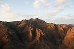 Vue sur les montagnes du Sinaï au lever du soleil. On distingue au premier plan le Mont Sainte Catherine (2637 m), plus haut sommet du Sinaï..