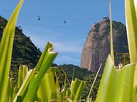 ATENÇAO EDITOR  FOTO EMBARGADA PARA VEICULOS INTERNACIONAIS - RIO DE JANEIRO, RJ 27 DE OUTUBRO 2012 - 100 ANOS DO BONDINHO DO PAO DE AÇUCAR.  Hoje sabado 27 de outubro comemora os 100 do bondinho do Pao de Açucar que fica no bairro da Urca zona sul e nobre da cidade do Rio de Janeiro.<br /> FOTO RONALDO BRANDAO/BRAZIL PHOTO PRESS