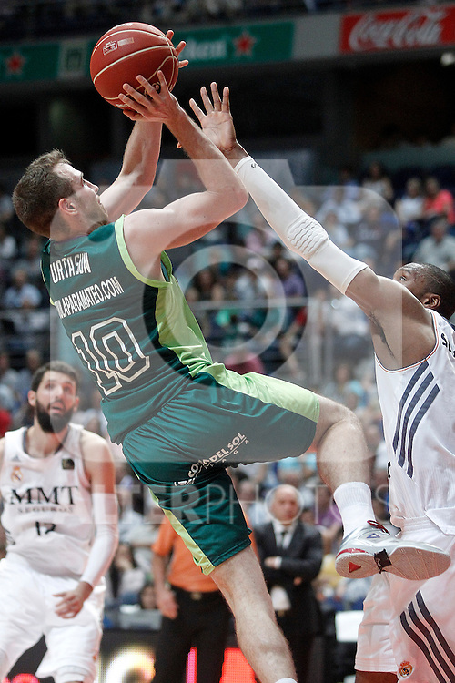 Real Madrid's Marcus Slaughter (r) and Unicaja's Txemi Urtasun during Liga Endesa ACB Semifinal match.June 6,2014. (ALTERPHOTOS/Acero)
