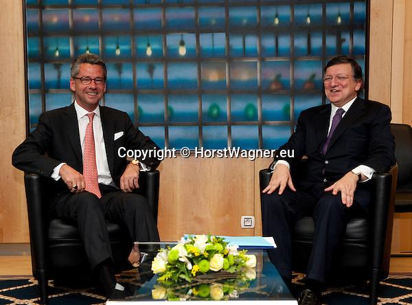 Brussels-Belgium - May 07, 2013 -- José (Jose) Manuel DURAO BARROSO (ri), President of the European Commission, receives Ulrich GRILLO (le), President of the Federation of German Industries (BDI - Bundesverband der Deutschen Industrie e.V.) -- Photo: © HorstWagner.eu