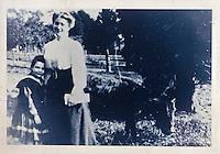 Europe/France/Nord-Pas-de-Calais/59/Nord/ Saint-Jans-Cappel: Musée Marguerite Yourcenar, vieille photographie représentant l'écrivain enfant daans le parc du château