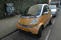 AMSTERDAM-HOLANDA. Automovil Smart en centro de la ciudad./  Personalized Smart car in the downtown of city. Photo: VizzorImage /STR