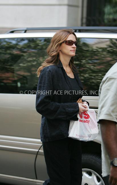 WWW.ACEPIXS.COM . . . . . ....July 25 2007, New York City....Actress Julia Roberts takes a walk around her Park Avenue neighborhood.....Please byline: DAVID MURPHY - ACEPIXS.COM.. . . . . . ..Ace Pictures, Inc:  ..(646) 769 0430..e-mail: info@acepixs.com..web: http://www.acepixs.com