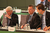 Der neue DFB-Präsident Reinhard Grindel nimmt auf dem Vorsitz Platz, daneben DFB-Vizepräsident Dr. Reinhard Rauball und DFB-Generalsekretär Dr. Friedrich Curtius - Ausserordentlicher DFB Bundestag, Messegelände Frankfurt,