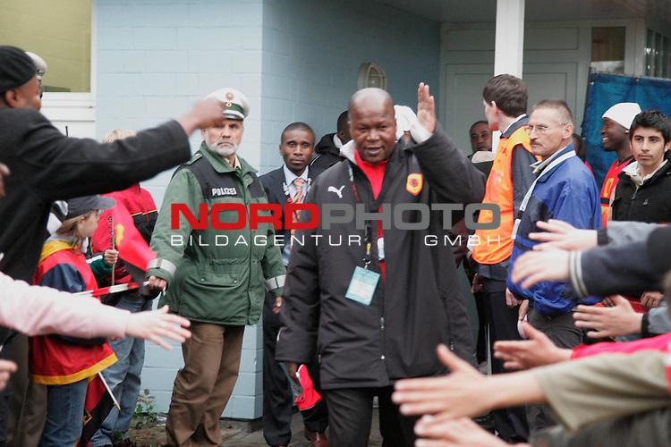 Testspiel WM Angola gegen Regionsauswahl in Celle 5-3. <br /> <br /> Trainer Coach: Luis Oliviera Goncalves <br /> <br /> <br /> Foto: nordphoto